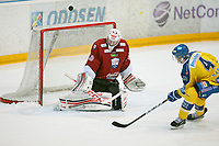 Ishockey , Get-Ligaen<br /> 25.02.14<br /> Hamar OL-Amfi<br /> Storhamar v Lillehammer<br /> Foto : Dagfinn Limoseth , Digitalsport<br /> Joe Fallon , Lillehammer og Nathan Martz , Storhamar