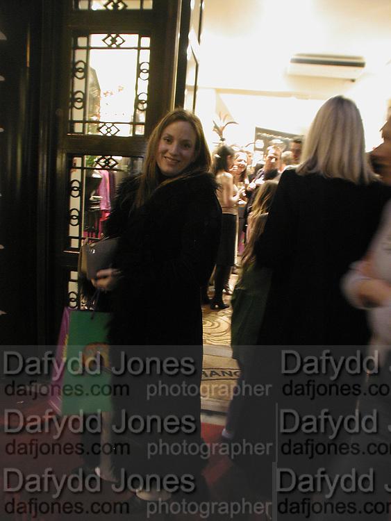 emily Oppenheimer. Shanghai Tang opening. Sloane St. 11 April 2001. © Copyright Photograph by Dafydd Jones 66 Stockwell Park Rd. London SW9 0DA Tel 020 7733 0108 www.dafjones.com