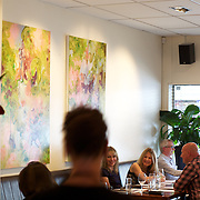 A Lunch scene at Molten. Mount Eden Road. Auckland, New Zealand, 11th November 2010. Photo Tim Clayton