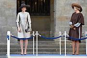 Staatsbezoek aan Nederland van Zijne Majesteit Koning Filip der Belgen vergezeld door Hare Majesteit Koningin <br /> Mathilde aan Nederland.<br /> <br /> State Visit to the Netherlands of His Majesty King of the Belgians Filip accompanied by Her Majesty Queen<br /> Mathilde Netherlands<br /> <br /> op de foto / On the photo: Koningin Maxima en koningin Mathilde bij het paleis op de Dam voor een drie daags staatsbezoek /////  Queen Maxima and Queen Mathilde at the palace on Dam Square for a three-day state visit