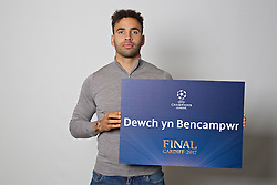 "CARDIFF, WALES - Monday, November 7, 2016: Wales' Hal Robson-Kanu holds up a board ""Dewch yn Bencampwr"" to encourage people to become volunteers for the 2017 UEFA Champions League Final in Cardiff. (Pic by David Rawcliffe/Propaganda)"