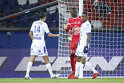 November 29, 2017 - Paris, Ile de France, France - Mamadou SAMASSA (ESTAC TRYOYES) a reussit a detourner la ball du penalty tire par Edinson Roberto Paulo Cavani Gomez (psg) (El Matador) (El Botija) (Florestan), joie et satisfaction partagee avec Francois BELLUGOU (ESTAC TRYOYES) et Christophe HERELLE  (Credit Image: © Panoramic via ZUMA Press)