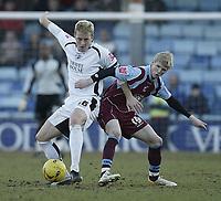 Photo: Aidan Ellis.<br /> Scunthorpe United v Swansea City. Coca Cola League 1. 18/02/2006.<br /> Swansea's Garry Monk battles with Scunthorpe's Andy Keogh