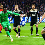 NLD/Amsterdam/20181023 - Champions Leaguewedstrijd  Ajax - SL Benfica, nr.20 Lasse Schöne, nr.1 Andre Onana, nr. 4 Matthijs de Ligt