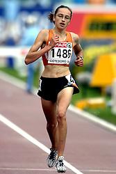 10-08-2006 ATLETIEK: EUROPEES KAMPIOENSSCHAP: GOTHENBORG <br /> Andrea Deelstra bleef ver verwijderd van de finale. De 21-jarige atlete uit Dwingeloo maakte donderdagochtend haar debuut op de EK<br /> ©2006-WWW.FOTOHOOGENDOORN.NL