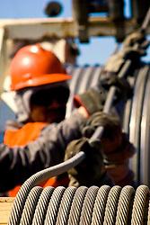 Operário trabalhando na manutenção da rede elétrica. FOTO: Jefferson Bernardes/ Agência Preview