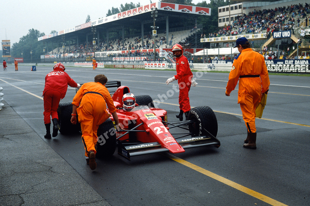 Nigel Mansell (Ferrari) stops and is pushed back by marshals durng wet ptactice for the 1989 Italian Grand Prix in Monza. Photo: Grand Prix Photo
