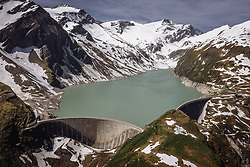 THEMENBILD - der Stausee Mooserboden mit seiner Staumauer, aufgenommen am 14. Juni 2019 in Kaprun, Österreich // the Mooserboden Reservoir with its dam wall, Kaprun, Austria on 2018/06/14. EXPA Pictures © 2018, PhotoCredit: EXPA/ JFK