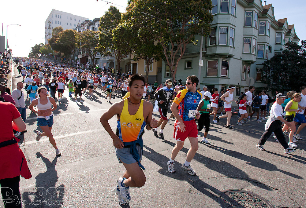 Runners descend the Hayes Street hill during the 96th running of the Bay to Breakers footrace through San Francisco, Sunday, May 20, 2007. (Photo by D. Ross Cameron)