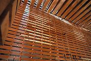 Duitsland, Hannover expo 2000, mei 2000.Het Zwitsers paviljoen, gebouwd van op elkaar gestapelde houten balken.Foto: Flip Franssen/Hollandse Hoogte
