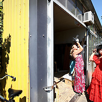 Nederland, Amsterdam , 14 juli 2010..Oudste creatieve broedplaats Fort Knox op Zeeburgereiland moet verdwijnen..Op de foto de dochter van  oprichter Dok van Winsen Phyllis van Winsen (l) en een medewoonster in verkleedpartijen op locatie..Oldest creative breeding place Fort Knox in Amsterdam has to stop.