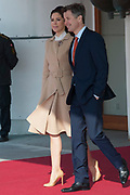 Staatsbezoek Denemarken - Dag 1. Aankomst van het Koninklijk gezelschap op vliegveld Kastrup<br /> <br /> State visit Denmark - Day 1. Arrival of the Royal Family at Kastrup airport<br /> <br /> op de foto / On the photo:  prins Frederik en prinses Mary / prince Frederik en princes Mary