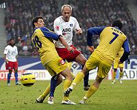 Fotball<br /> Bundesliga 2004/05<br /> Hamburger SV v Mainz<br /> 29. januar 2005<br /> Foto: Digitalsport<br /> NORWAY ONLY<br /> Mathias Abel, Sergej Barbarez HSV, Benjamin Auer