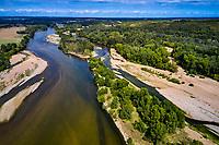 France, Nièvre (58), Réserve Naturelle du Val de Loire, Pouilly-sur-Loire, village et la Loire // France, Nièvre (58), Nature Reserve of the Loire Valley, Pouilly-sur-Loire, village and the Loire