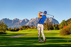 THEMENBILD - Ein Golfspieler beim Abschlag, aufgenommen am 05. Oktober 2018, Kitzbuehel, Oesterreich // A golfer at the tee at the Golfclub Kitzbuehel Kaps in Kitzbuehel, Austria on 2018/10/05. EXPA Pictures © 2018, PhotoCredit: EXPA/ Stefan Adelsberger
