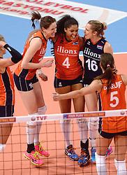 09-01-2016 TUR: European Olympic Qualification Tournament Rusland - Nederland, Ankara<br /> De strijd om Rio of Japan / Lonneke Sloetjes #10, Celeste Plak #4, Debby Stam-Pilon #16
