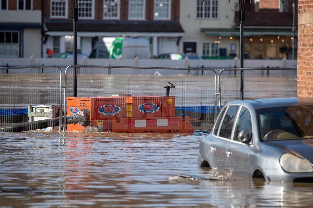 © Licensed to London News Pictures. 26/02/2020. Bewdley, UK. Pumps are overrun by water after the River Severn breached flood defences in the village of Wribbenhall on the eastern side of the Severn in Bewdley. Photo credit: Peter Manning/LNP