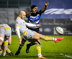 Taulupe Faletau of Bath Rugby attempts a charge on Dan Robson of Wasps - Mandatory by-line: Andy Watts/JMP - 08/01/2021 - RUGBY - Recreation Ground - Bath, England - Bath Rugby v Wasps - Gallagher Premiership Rugby