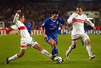 Photo: Scott Heavey.<br /> VFB Stuttgart v Chelsea. Champions League Quarter Final First Leg. 25/02/2004.<br /> Frank Lampard bursts through the Stuttgart defence