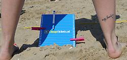 20150627 NED: WK Beachvolleybal day 2, Scheveningen<br /> Nederland heeft er sinds zaterdagmiddag een vermelding in het Guinness World Records bij. Op het zonnige strand van Scheveningen werd het officiële wereldrecord 'grootste beachvolleybaltoernooi ter wereld' verbroken. Maar liefst 2355 beachvolleyballers kwamen zaterdag tegelijkertijd in actie / BvdGF, score bord cheaptickets, item