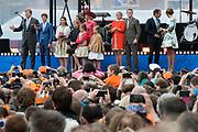 Koningsdag in Dordrecht / Kingsday in Dordrecht<br /> <br /> Op de foto / On the photo: <br /> <br />  Koning Willem-Alexander en Koningin Maxima met hun dochters, Prinses Amalia , Prinses Alexia en Prinses Ariane en met Prinses Anita en prins Pieter-Christiaan , Prinses Marilene en prins Maurits , Prins Constantijn en prinses Laurentien , Prins Bernhard jr.en prinses Annette wonen de afluiting van koningsdag bij op het  Statenplein<br /> <br /> King Willem-Alexander and Queen Maxima with their daughters, Amalia, Princess Alexia and Princess Ariane and Princess Anita and Prince Pieter-Christiaan, Princess Marilene and Prince Maurice, Prince Constantijn and Princess Laurentien, Prince Bernhard jr.en princess Annette attend the I end of Kingsday on the Statenplein