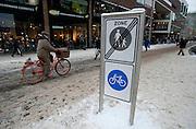 Grote Marktstraat, Den Haag in de winter met sneeuw - Shopping street in The Hague, Netherlands during wintertime