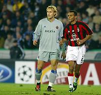 Fotball<br /> UEFA Champions League 2003/2004<br /> 04.11.2003<br /> Club Brügge / Brugge v AC Milan<br /> Bengt Sæternes<br /> Cafu - Milan<br /> Foto: Morten Olsen, Digitalsport