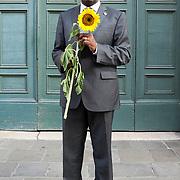"Denis Mukwege, Congolese gynecologist. In fourteen years he has treated more than 40 thousand women victims of sexual violence in the Democratic Republic of the Congo. Dr Mukwege has been the founder and medical director of Panzi referral hospital since 1999. He has received various awards, among others, the United nations human rights prize in 2008, a nomination as a Nobel Peace Prize in 2009, the recognition Right livelihood in Stockholm in 2013 and the International Prize Primo Levi in 2014. His book """"L'homme qui répare les femmes. Violences sexuelles au Congo. Le combat du docteur Mukwege"" is published in Italy by Fandango.<br /> <br /> <br /> Denis Mukwege, ginecologo Congolese. In quattordici anni ha curato più di 40mila donne vittime di violenza sessuale nella Repubblica Democratica del Congo. È fondatore e direttore dell'ospedale Panzi referral dal 1999. Ha ricevuto vari riconoscimenti, tra i quali il premio Human rights delle Nazioni unite nel 2008, il riconoscimento Right livelihood a Stoccolma nel 2013 e il premio internazionale Primo Levi 2014. Il suo libro ""L'homme qui répare les femmes. Violences sexuelles au Congo. Le combat du docteur Mukwege"" è pubblicato Italia da Fandango."