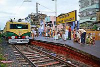 Inde, Bengale Occidental, Calcutta (Kolkata), gare ferroviere de Baghbazar // India, West Bengal, Kolkata, Calcutta, Bagbazar train station