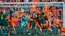 01-06-2019 NED: Netherlands - Australia, Eindhoven<br /> <br /> Friendly match in Philips stadion Eindhoven. Netherlands win 3-0 / Dominique Bloodworth Janssen #20 of The Netherlands, Alanna Kennedy #14 of Australia, Sam Kerr #20 of Australia, Stefanie van der Gragt #3 of The Netherlands, goalkeeper Sari van Veenendaal #1 of The Netherlands, Merel van Dongen #4 of The Netherlands