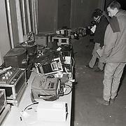 NLD/Hoevelaken/19921216 - Kijkdag openbare verkoop faillisement producent John van der Rest in Hoevelaken