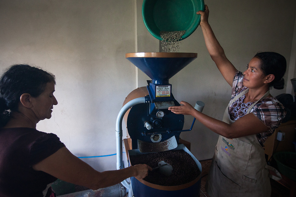 Rosa Sarmientos, member of the women's group at the Flor del Pino Coop. The women's group has been supported by Finnish Fairtrade to set up a coffee roaster, increasing the ability of the coop to add value to their work.