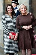 Nieuwjaarsontvangst voor Nederlandse genodigden op het Koninklijk Paleis op de Dam.<br /> <br /> op de foto:  Barbara Visser en Ank Bijleveld