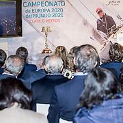 Día 31 de octubre de 2018. Presentación del Europeo 2020 y Mundial 2021 de la Clase 6M en sala Einsenman de la Ciudad de la Cultura, en Santiago de Compostela. Asisten al acto SM el Rey Don Juan Carlos; la Infanta Doña de Elena; el presidente de la Xunta de Galicia, Alberto Núñez Feijóo; la Secretaria de Estado para el Deporte, María José Rienda; la Secretaria Xeral para o Deporte, Marta Míguez; la Directora Axencia Turismo de Galicia, Nava Castro; el Delegado del Gobierno en Galicia, Javier Losada; el vicealmirante Ignacio Horcada; el alcalde de Sanxenxo, Telmo Martín; y Pedro Campos, presidente del Real Club Náutico de Sanxenxo, entre otros.