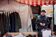"""28.04.2019 """"Tuchmarkt"""", Petriförder, Magdeburg.<br /> <br /> Fünf Paar Socken für fünf Euro, einmal im Monat ist am Petriförder """"Tuchmarkt"""", direkt an der Elbe, von hier aus legen die Ausflugsschiffe ab. Seit 1992 ist Wolfgang dabei, quasi von Anfang an. """"Das Auto hat noch zwei Jahre TÜV und nächstes Jahr ist Schluss für mich."""" Seit Jahren gehen seine Einnahmen zurück, sein Ladengeschäft in Stassfurt musste er schon 2016 schließen. """"Die Leute gehen nicht mehr auf den Markt um Textilien zu kaufen."""" Die Generation die das nocht tut, seine Generation, wird immer weniger. Jetzt freut er sich auf seinen Ruhestand, sein Eigenheim mit Kindern und Enkelkindern unter einem Dach.<br /> <br /> ©Harald Krieg"""