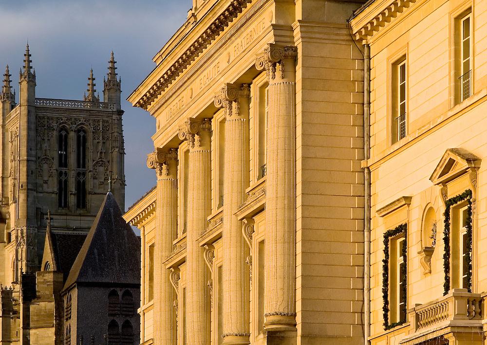 Mairie et Cathédrale de Meaux, Seine-et-Marne, France.<br /> Town hall and Cathedral of Meaux, Seine-et-Marne, Paris-Ile-de-France.