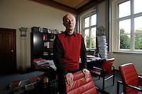 12 JAN 2007, POTSDAM/GERMANY:<br /> Prof. Hans Joachim Schellnhuber, Direktor, Potsdamer Institut fuer Klimaforschung, PIK, nach einem Interview, in seinem Buero, Institut fuer Klimaforschung<br /> Prof. Hans Joachim Schellnhuber, CBE, Potsdam Institute for Climate Impact Research, after an interview, in his office, Potsdam Institute for Climate Impact Research<br /> IMAGE: 20070112-01-041<br /> KEYWORDS: Büro