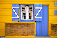 France, Martinique, les Anses d'Arlet, ville de la Grande Anse, façade colorée // France, West Indies, Martinique, les Anses d'Arlet, town of Grande Anse, colored house