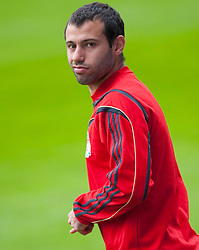21.04.2010, Stadio Vicente Calderon, Madrid, ESP, UEFA EL, Liverpool FC Training im Bild .Liverpool's Javier Mascherano beim Abschlusstraining vor dem Uefa Europaleague Halbfinale gegen Athletico Madrid, EXPA Pictures © 2010, PhotoCredit: EXPA/ Propaganda/ D. Rawcliffe / SPORTIDA PHOTO AGENCY
