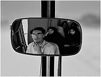 08.2001 Iran N/z kobiety w czadorach w autobusie do Isfahanu  *** Tehran is the capital of Iran and and has the third-largest metropolitan area in the Middle East. Portrait of the driver in the rearview mirror of the bus *** fot Michal Kosc / AGENCJA WSCHOD