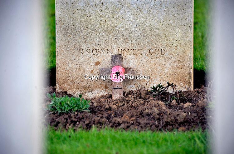 Frankrijk, 12-5-2013 Serie over de slagvelden aan de Somme in Noord Frankrijk, (de Artois en Picardie). Een kleine Engelse militaire begraafplaats vlakbij Arras. Het slagveld bevond zich ruwweg in de driehoek gevormd door de Franse steden Albert, Bapaume en Péronne.Foto: Flip Franssen