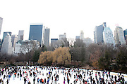 New York, New York. Etats Unis. 18 Decembre 2010.La patinoire de Central Park ..New York, New York. United States. December 18th 2010.Central Park Ice Skating Rink..