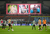 Football - 2020 /2021Premier League - West Ham United vs Fulham - The London Stadium<br /> <br /> A Remembrance display as the players warm up.<br /> <br /> COLORSPORT/ASHLEY WESTERN