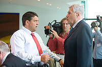 20 AUG 2008, BERLIN/GERMANY:<br /> Sigmar Gabriel (L), SPD, Bundesumweltminister, und Michael Glos (R), CSU, Bundeswirtschaftsminister, im Gespraech, vor Beginn einer Kabinettsitzung, Kabinettsaal, Bundeskanzleramt<br /> IMAGE: 20080820-01-016<br /> KEYWORDS: Kabinett, Sitzung, Gespräch