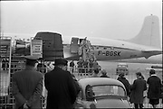 10/04/1963<br /> 04/10/1963<br /> 10 April 1963<br /> Advance party of the 39th Battalion leaves for the Congo from Dublin Airport. Picture shows members of the advance party waving farewell as they board the plane.