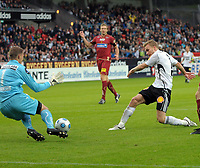 Fotball tippeligaen 26.07.09 Rosenborg ( RBK ) -  Lillestrøm,<br /> Trond Olsen mot Otto Fredriksson,<br /> Foto: Carl-Erik Eriksson, Digitalsport