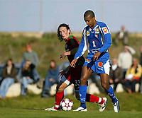 Fotball, 31. januar 2005, La Manga, Tromsø - Lokomotiv Moskva,  Benjamin Kibebe, Tromsø, og Legedenko, Lokomotiv Moskva
