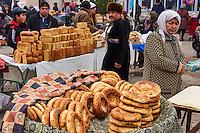 Ouzbekistan, region de Fergana, Marguilan, bazar, marché alimentaire, vendeur de pain // Uzbekistan, Fergana region, Marguilan, bazaar, food market, bread seller