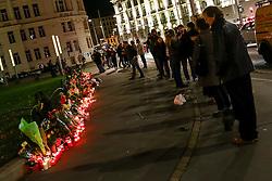 14.11.2015, Botschaft der Französischen Republik, Wien, AUT, Terroranschläge von Paris, Gedenken in Österreich, im Bild Trauernde vor Kerzen und Blumen vor der Französischen Botschaft. Bei einer Serie von Terroranschlägen in Paris wurden mindestens 128 Menschen getötet. Terroristen hatten in der Nacht bei Angriffen mit Schusswaffen und Bombenanschlägen gezielt Anschläge auf Frankreich verübt // Mourners in front of candles and flowers. French President Francois Hollande said more than 120 people died Friday night in shootings at Paris cafes, suicide bombings near France national stadium and a hostage- taking slaughter inside a concert hall, at the French embassy in Vienna, Austria, EXPA Pictures © 2015, PhotoCredit: EXPA/ Sebastian Pucher