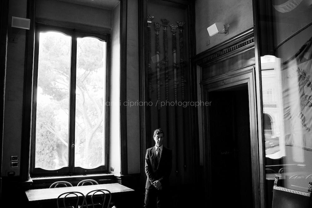 ROMA - 16 MAGGIO 2013: Il sindaco di Roma Gianni Alemanno tiene una conferenza stampa al Campidoglio per illustrare il nuovo servizio di riscossione dei tributi della Capitale, non più gestito da Equitalia a Roma il 16 maggio 2013.<br /> <br /> La decisione del Campidoglio di non rinnovare il contratto con l'agenzia Equitalia fa seguito ai risultati di un referendum on line nel quale l'88% dei votanti intervistati sulla questione si è detto favorevole a non rinnovare gli accordi con l'ente.